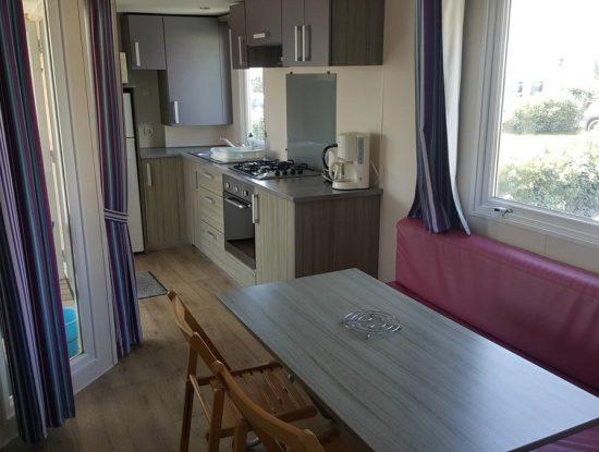 Campingplatz De La Falaise: La Falaise 109 Küche