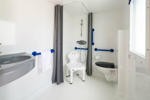 La Falaise Campsite: N°117 Bath