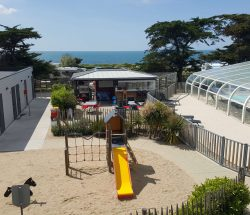 Campingplatz De La Falaise: La Falaise Snackbar Spiele 2